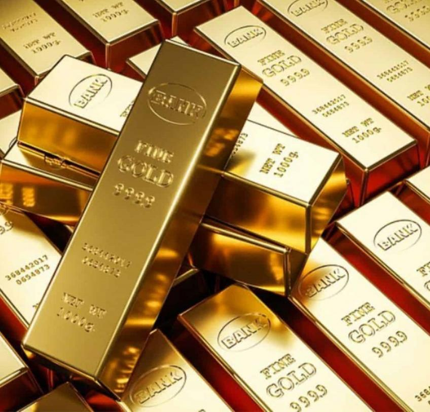 Gold retreats from one-month peak as palladium witnesses first weekly decline in four