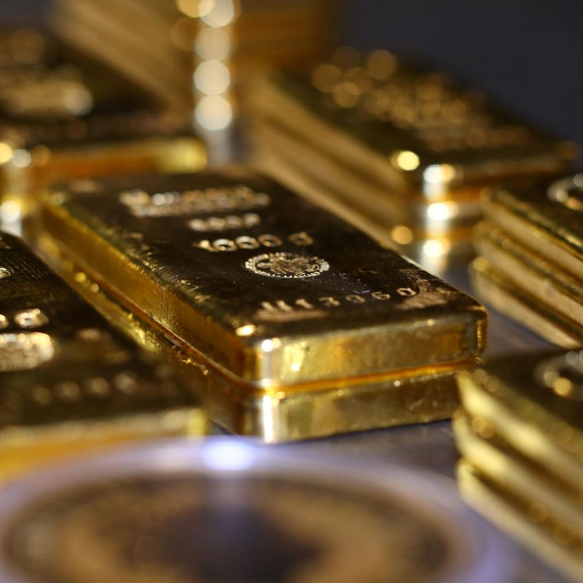 Gold climbs 2-1/2-month peak as jejune US job growth clouds Fed taper timeline