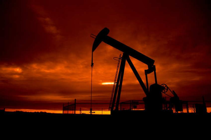 Crude oil totters 2 per cent on risk aversion, strong US Dollar