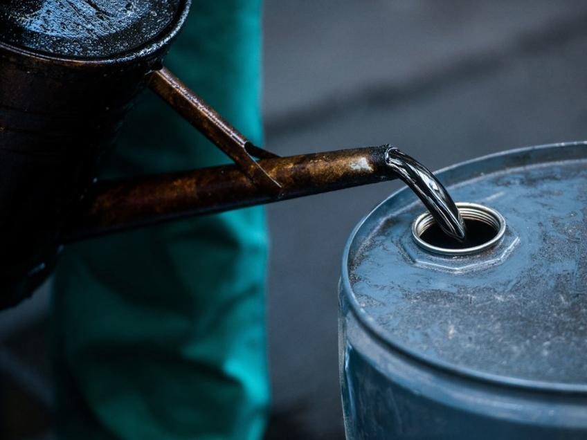 Oil leapfrogs 2% on tight supply as Brent nears $80 a barrel