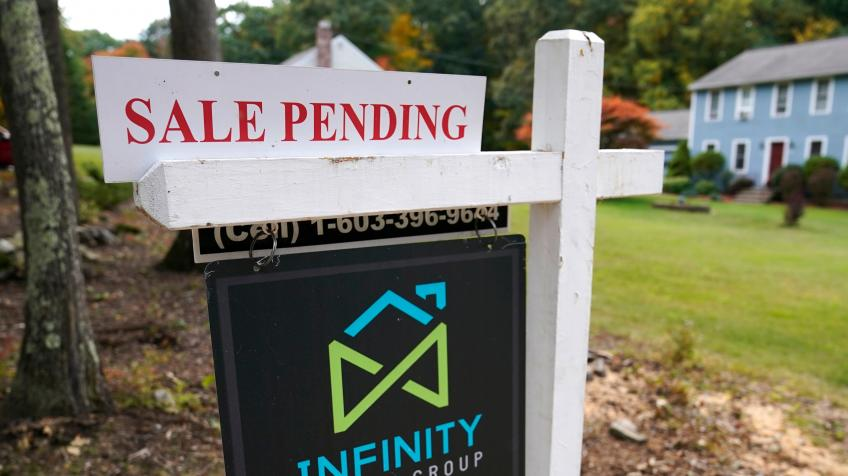 Chicago's NAR says US Pending home sales climb to 7-month high, mortgage filings fall