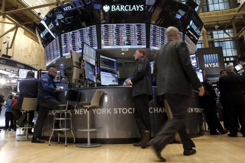 Wall St. ekes out gains as growth stocks surge