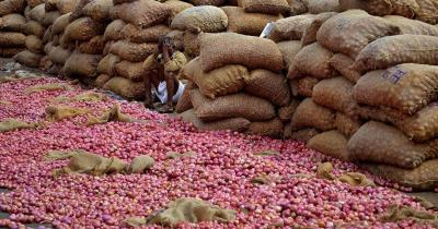 Stop on Indian onion exports leads to scramble for produce in rest of Asia