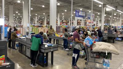 US retail sales lose steam as lack of fiscal stimulus weigh;factory activity steps up
