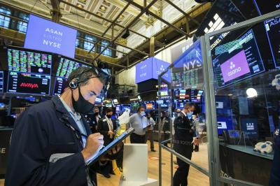 Wall St. ends sharply lower, but reports monthly gain as tech stocks rebound
