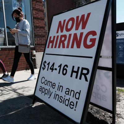 US weekly jobless claims drop to 14-month low; inflation heats up