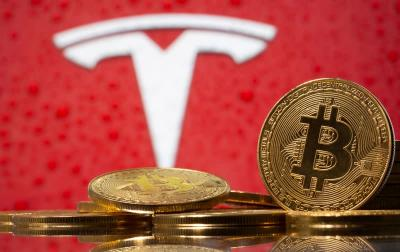 Bitcoin steadies after Tesla move, US probe, but clocks first weekly drop since Feb.